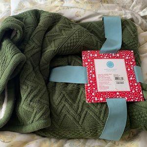 New Martha Stewart cable knit throw green